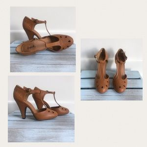 🧵Qupid | Tan/Light Brown T- Strap Heels